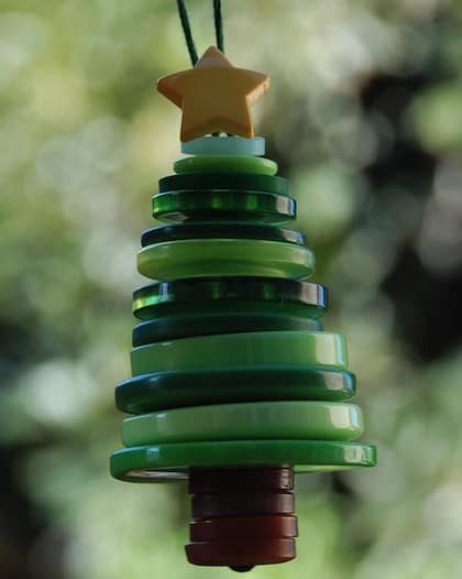 button crafts for kids: button Christmas tree ornament
