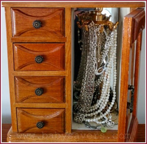 DIY hanging jewelery organizer