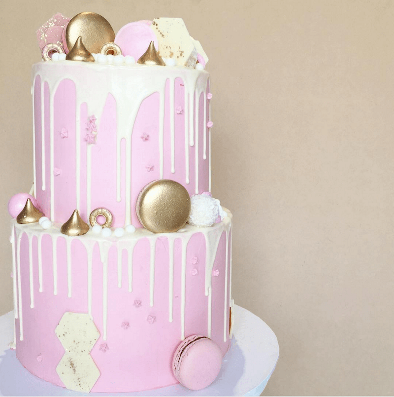 how to make a drip cake with gold macarons