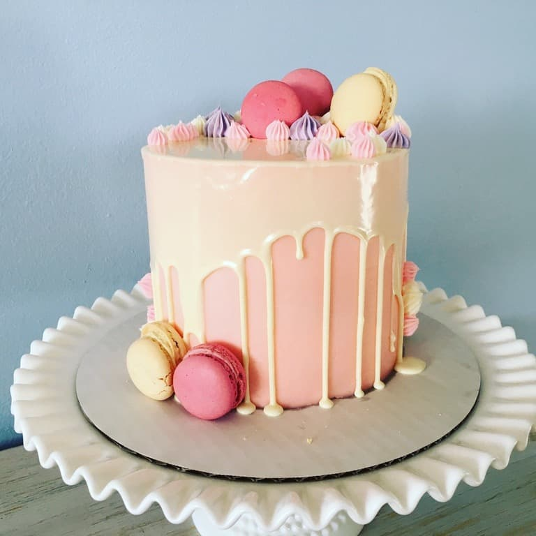how to make a drip cake with macarons
