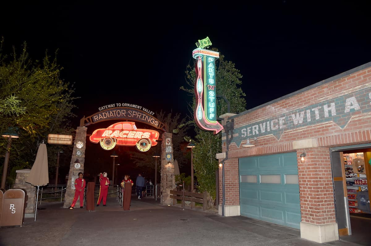 cars 3 premiere radiator springs racers
