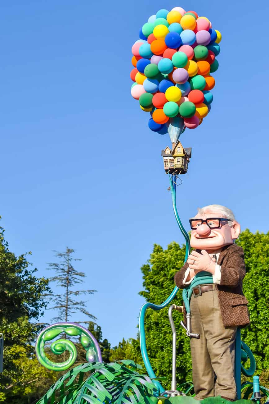 Pixarfest parade Up house balloons