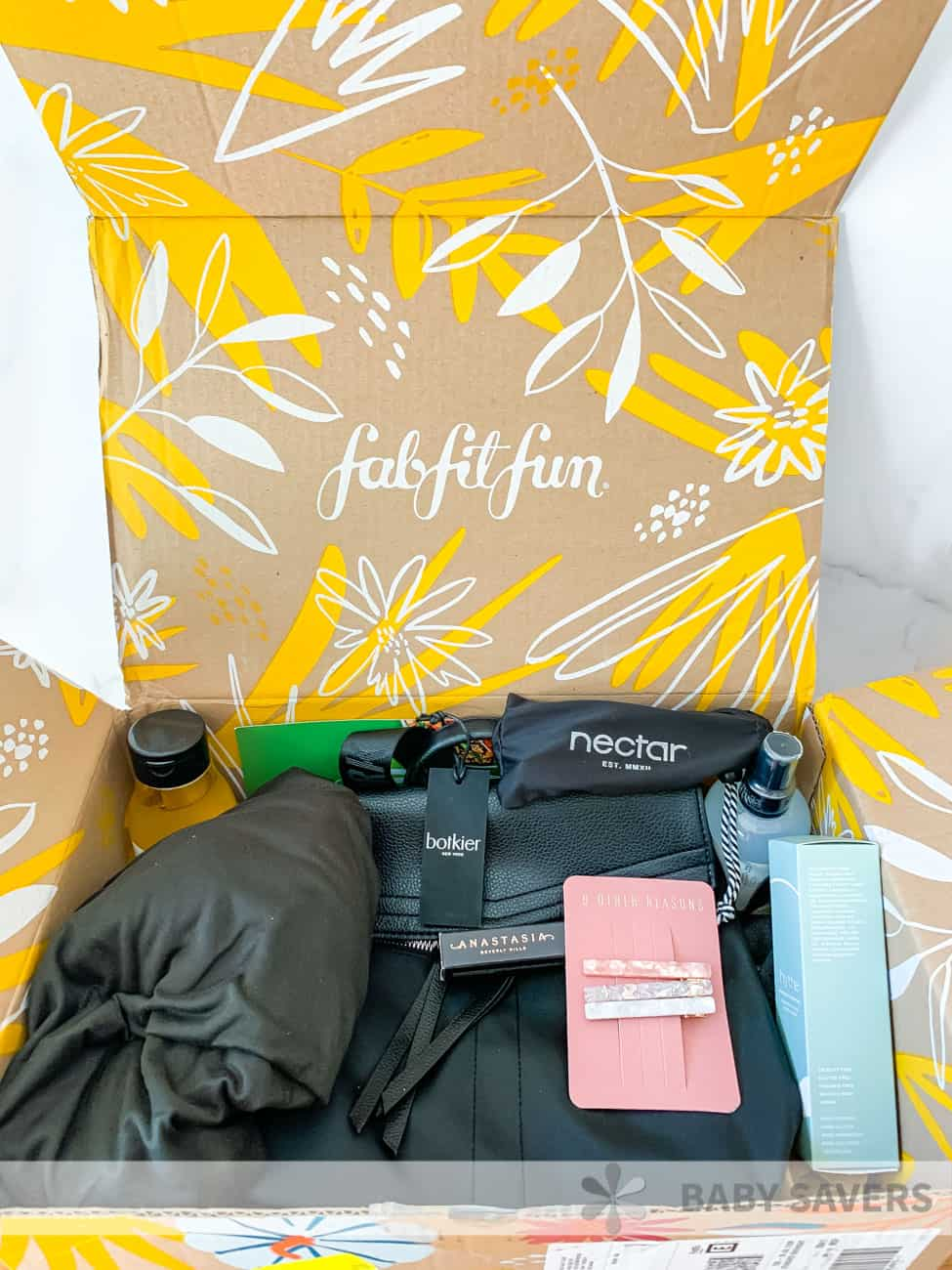 Full Fabfitfun box with all the fall 2020 products like a purse, laundry spray, shower gel and more