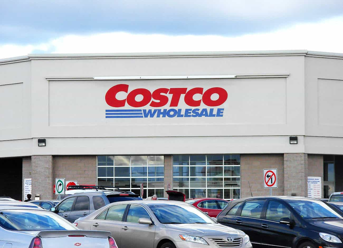 Best Costco membership deal with image of storefront